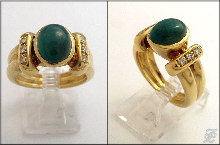 v2198   18K SOLID GOLD DIAMOND & OVAL CHRYSOPRASE RING